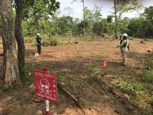 CMAC landmine disposal team